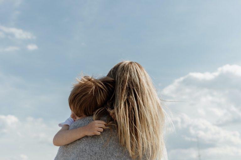 Read more about the article Une étude comparative de l'expérience de la maternité chez les femmes autistes et non autistes